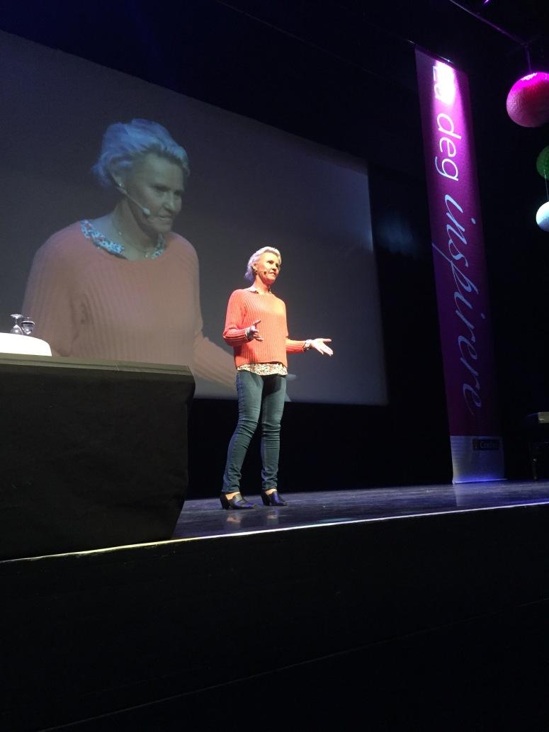 Cecilie Andvig i aksjon under Kvinner i Tiden, i Tromsø.